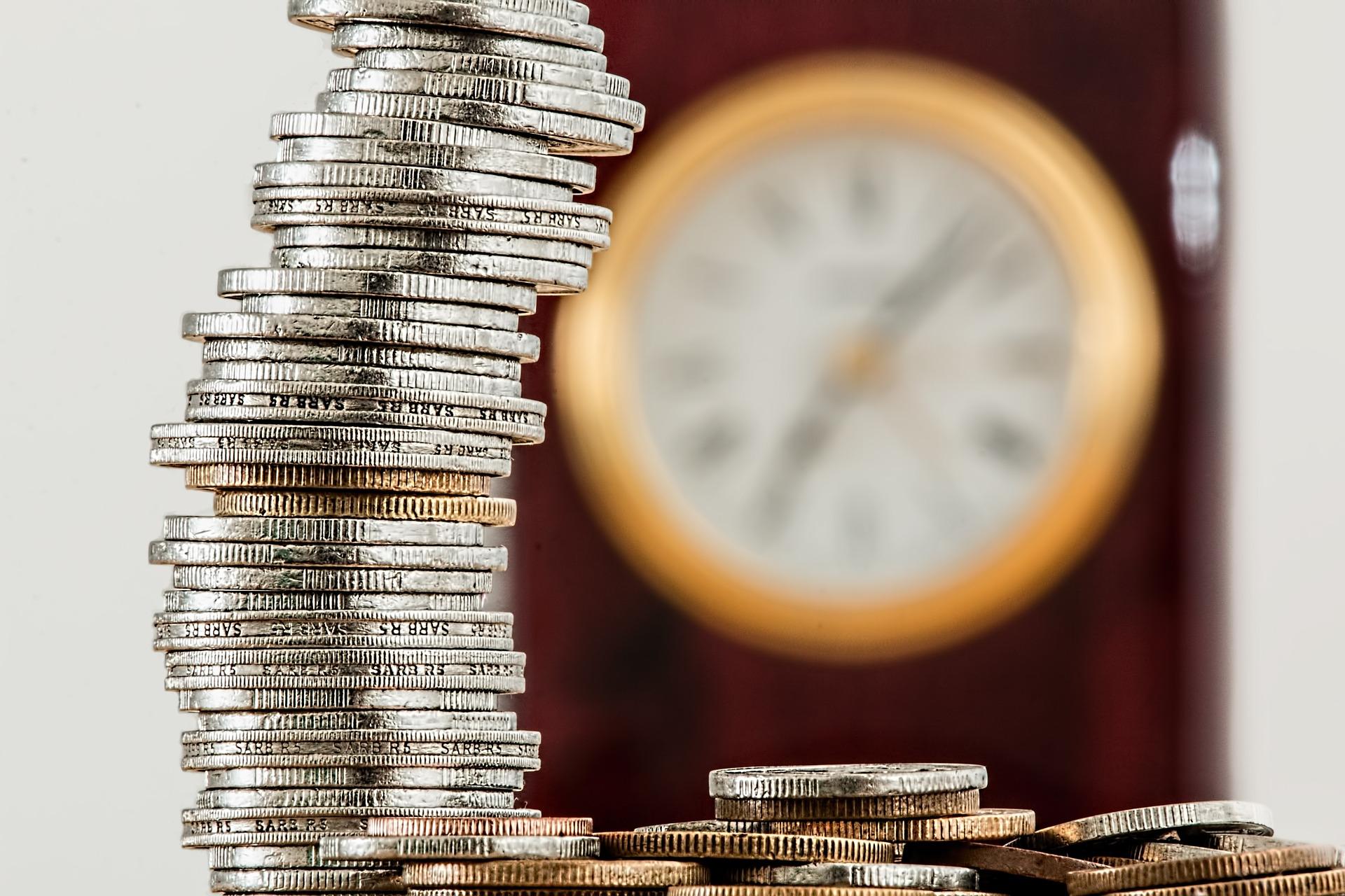 会社を辞めるには貯金がいくらあれば安心か。一億円貯まる日は来るのか