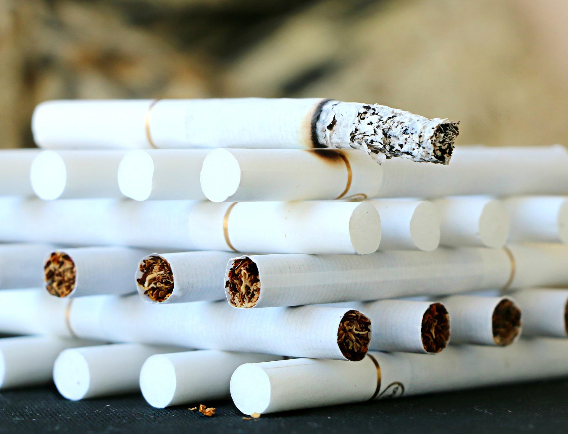 バルコニーでたばこを吸う人たちはいつかトラブルに巻き込まれるからIQOSにしたら?