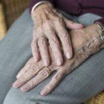 親の老後の不安 誰が親の介護の面倒を見るのか